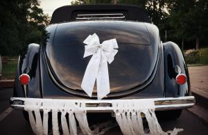 married_car_01